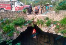 Foto de Rescatan a perrito que cayó a cenote en Valladolid