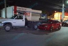 Foto de Ebrio al volante se incrusta atrás de un camión en la Melchor Ocampo