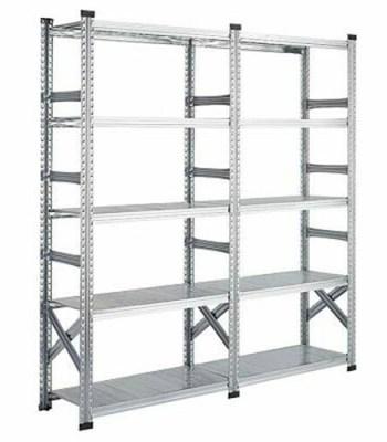 conjunto de estanterías metálicas