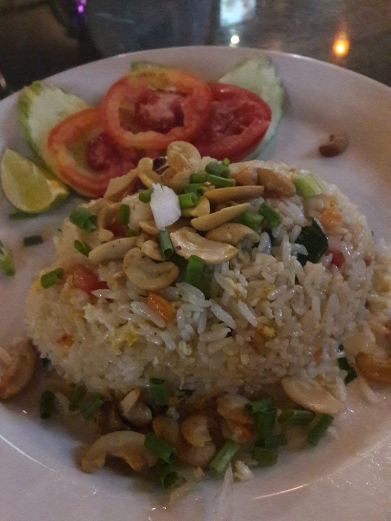 Fried rice with cashew nuts