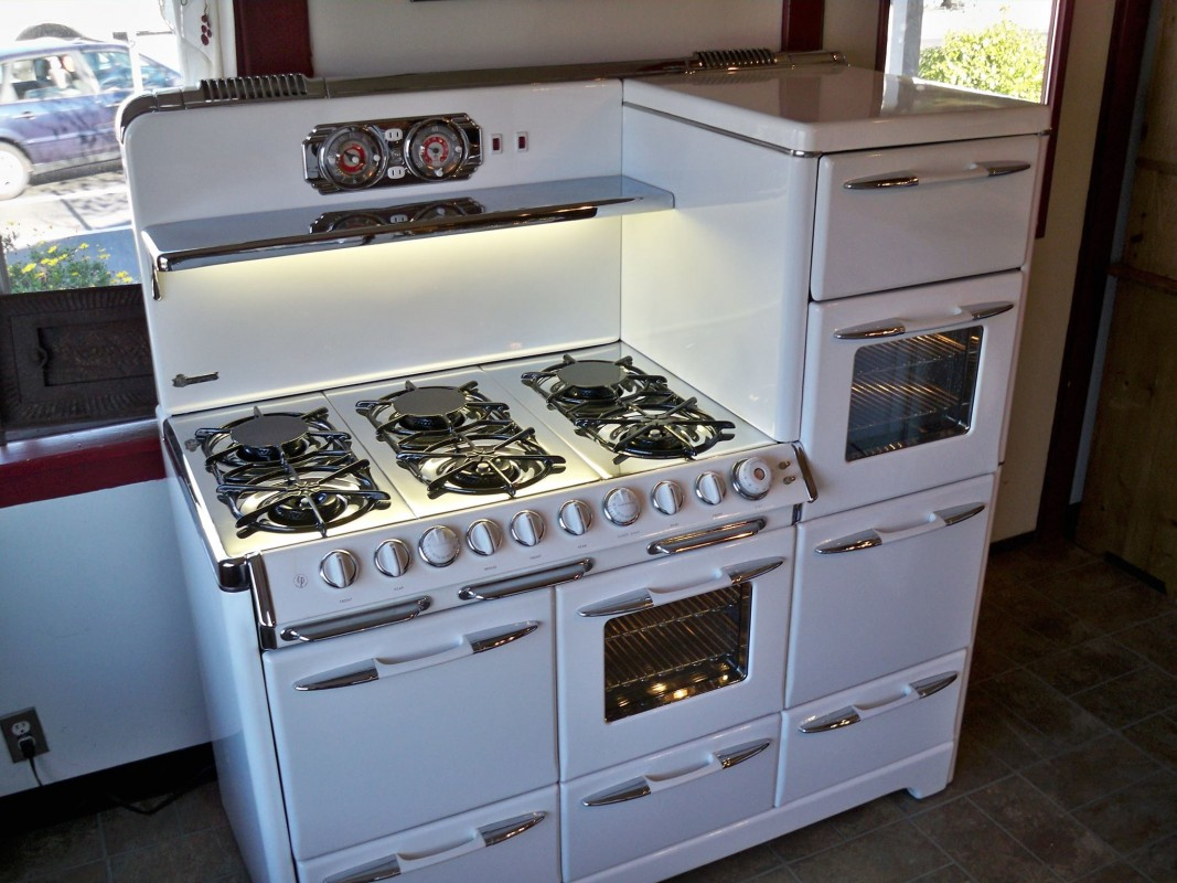 retro kitchen appliances for sale high flow rate faucets vintage stoves a throwback to earlier thanksgivings