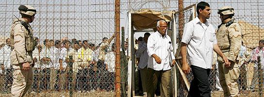 Las fotos de torturas en Irak que Obama no quiere publicar incluyen violaciones  (Imagen: ARCHIVO)