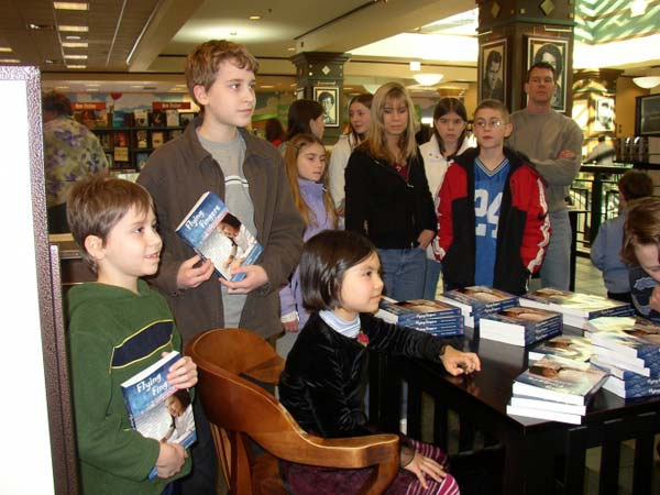 Adora Svitak, en un acto de firma de libros