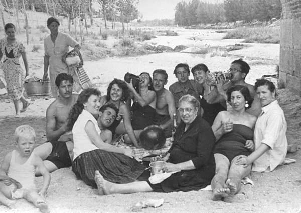 Mi familia de excursión en el Jarama (1955), de Gloria Galán