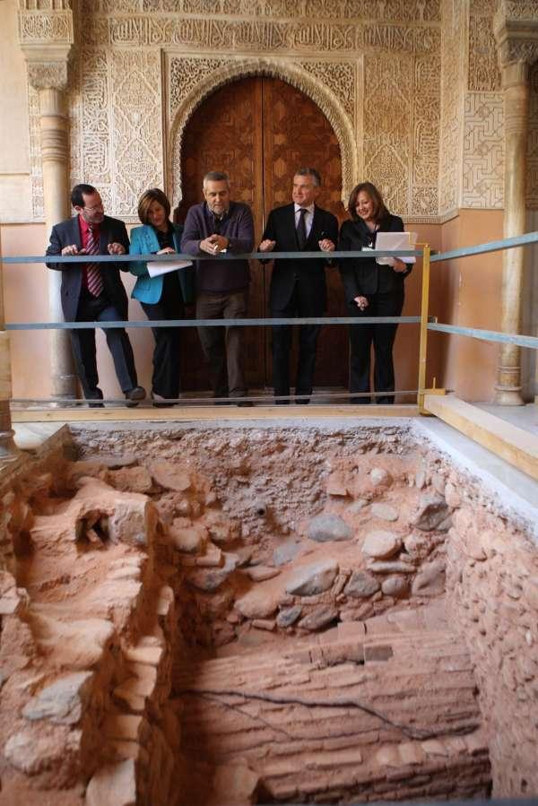 Plata supervisa la tercera y última fase de la intervención en el Patio de los Leones de la Alhambra