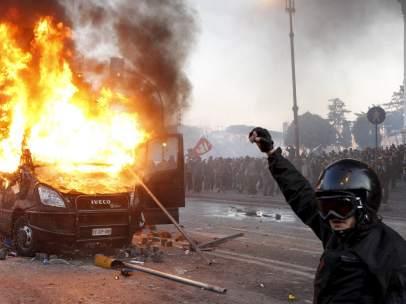 Coches quemados en Roma