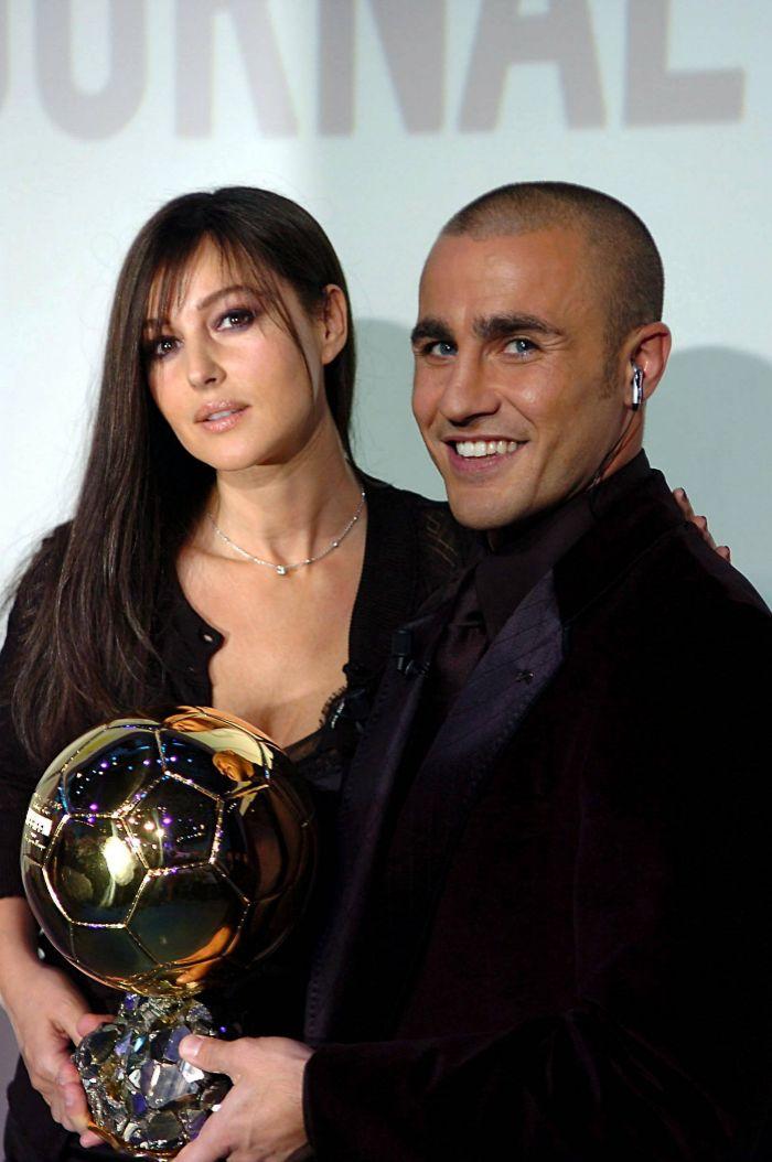 El futbolista italiano fabio cannavaro recibe el  Loc  EL MUNDO