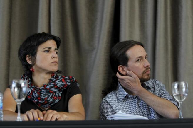 Teresa Rodríguez y Pablo Iglesias de morritos