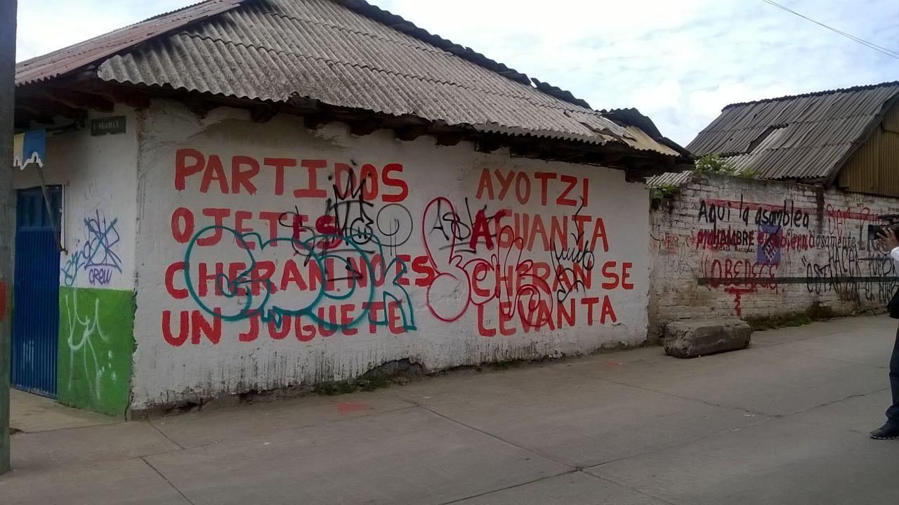 Pintadas a favor de la iniciativa en las calles del municipio mexicano...