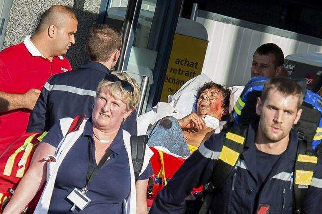 Los servicios de emergencia evacúan en la estación de Arrás a uno...