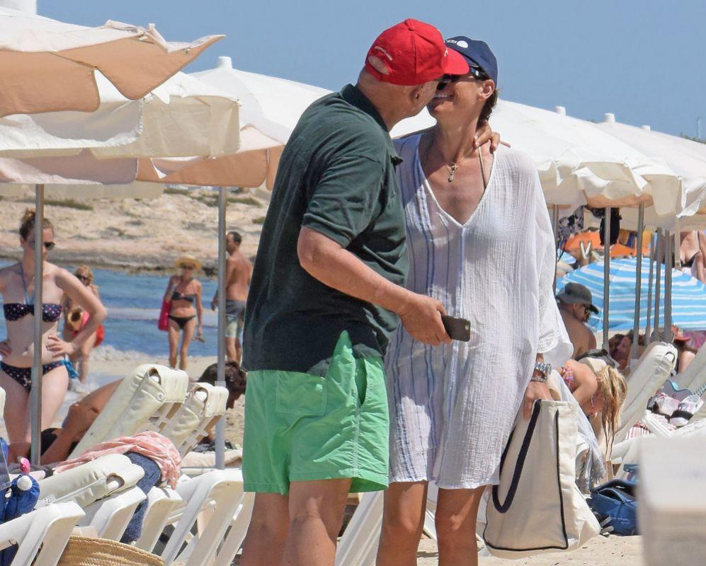 Niki lauda y su esposa en un acaramelado momento  loc  EL MUNDO