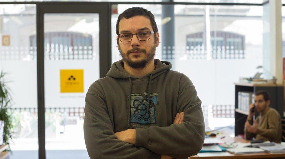 El economista Xavi Teis, en la sede de Coop57 en el barrio de Sants