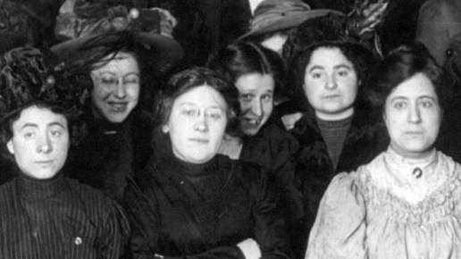 Trabajadoras textiles de Nueva York, durante una huelga en 1910, precedente del Día Internacional de la Mujer