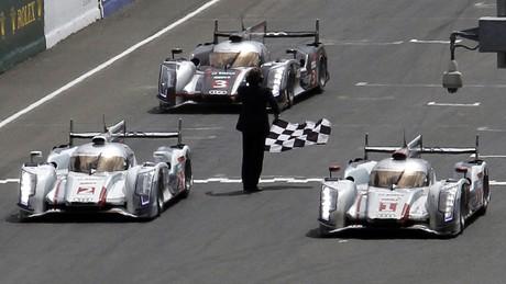 Audi cruzó la meta de Le Mans copando con sus coches los cuatro primeros puestos.
