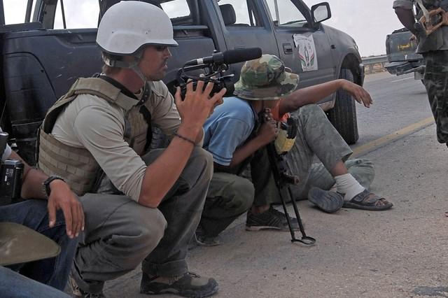 James Foley, izquierda, en Libia en septiembre del 2011.