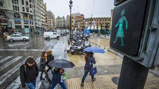 Valencia instala semáforos con peatonas