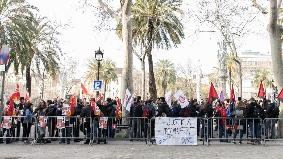 Judicial obstacles leave 216 doctoral students in suspense in Catalonia