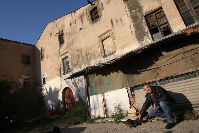 La masia de Can Riera afectada.