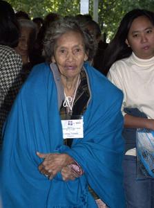 La filipina Tomasa Salinog, acude a testificar ante el tribunal que en el año 2000 investigó la esclavitud sexual durante la II Guerra Mundial.