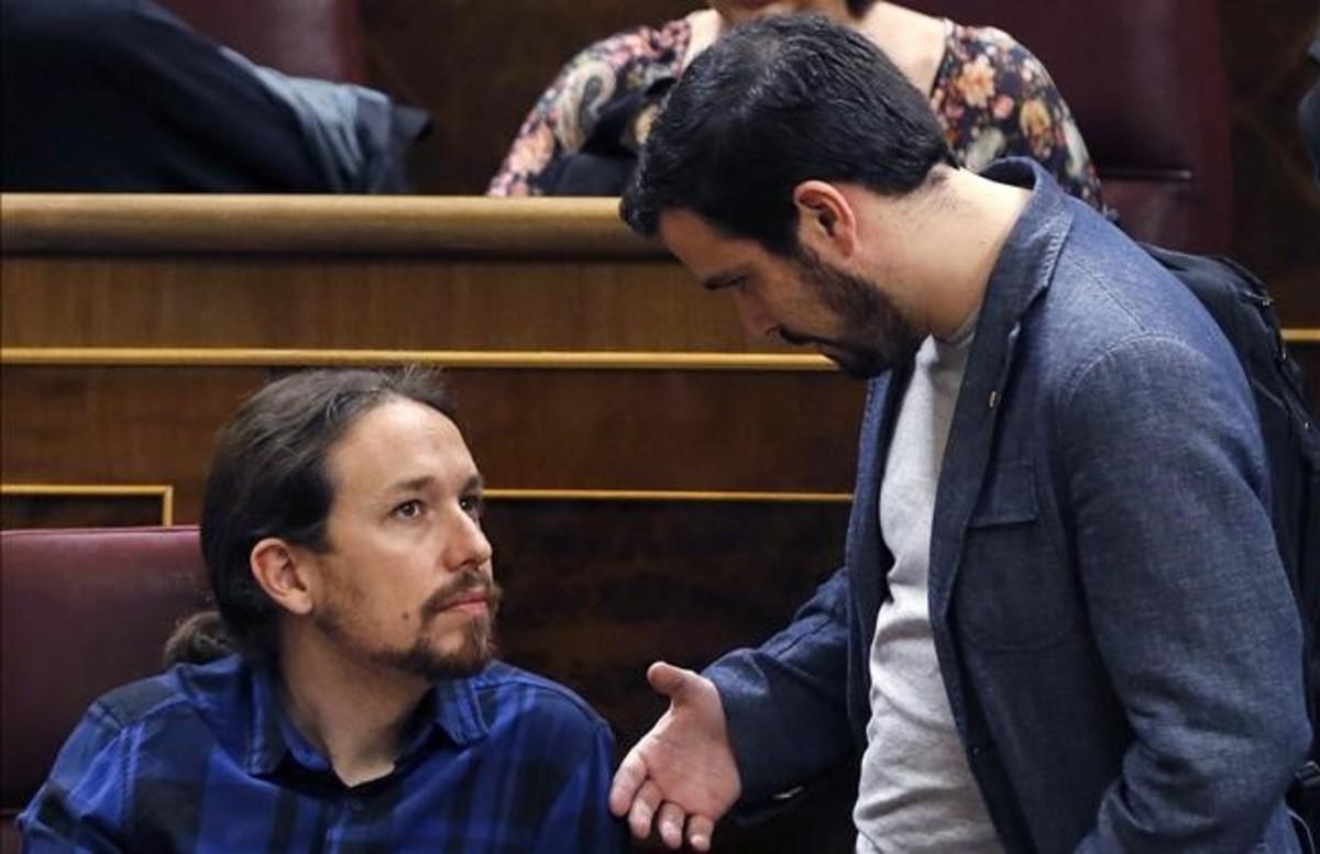 Las bases de IU inyectan ilusión a un pacto de doble filo con Podemos