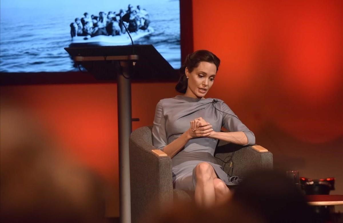 """Angelina Jolie advierte que la ayuda internacional a los refugiados """"se resquebraja"""""""