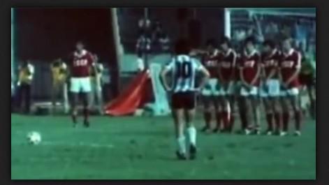 2a299b7c4d El príncipe participó en la edición de 1981 y acabó conquistando el torneo  por cuarta ocasión consecutiva para los charrúas. Fue designado como mejor  ...