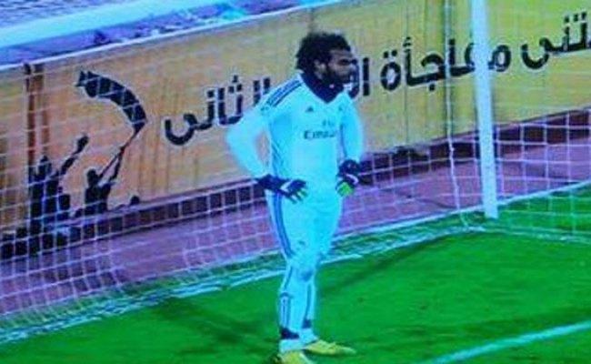 Un Portero Juega En Egipto Con La Equipación Del Real