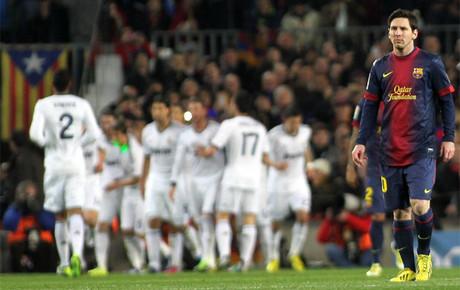 La cara de Messi era un poema durante el vendaval blanco