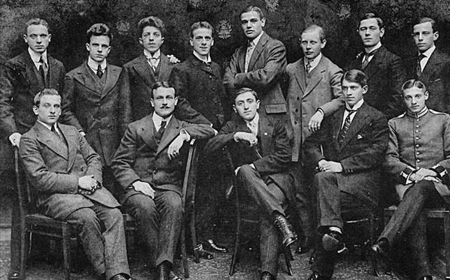 Hirsch, en el centro de la fila de abajo, fue un ídolo en Alemania antes de perderlo todo y morir por ser judio