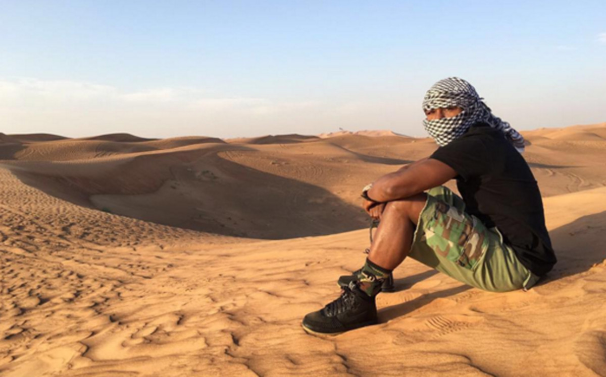 Floyd Mayweather perdido en el desierto