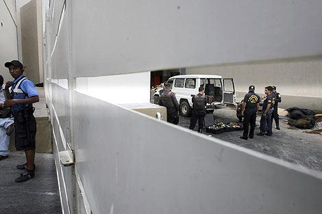 La Policía de Honduras encontró al menos tres artefactos explosivos en el centro comercial. | Efe