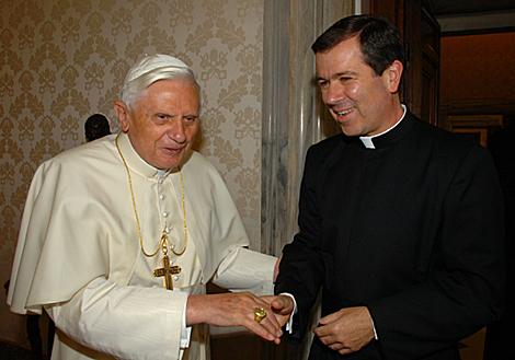 El mexicano Álvaro Corcuera, director general de los Legionarios, en una audiencia con el Papa.