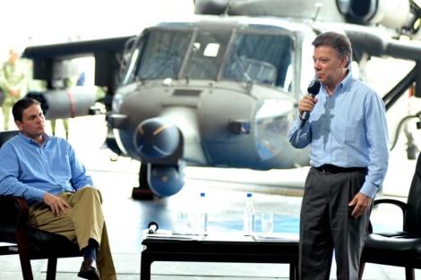El presidente Juan Manuel Santos y el ministro de Defensa, Juan Carlos Pinzón. | Efe