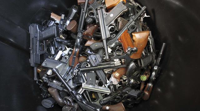 Imagen de algunas de las armas recogidas en Los Ángeles. | Reuters