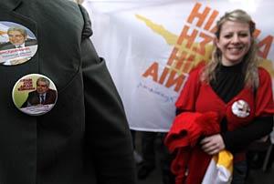 Partidarios de Christofias celebran su victoria. (Foto: Yiorgos Karahalis | REUTERS)
