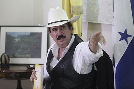 Zelaya, este lunes en la embajada de Brasil en Tegucigalpa.   Reuters