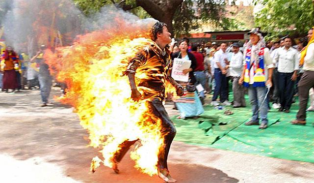 Imagen de uno de los jóvenes que se inmolaron el pasado mes de marzo. | EL MUNDO