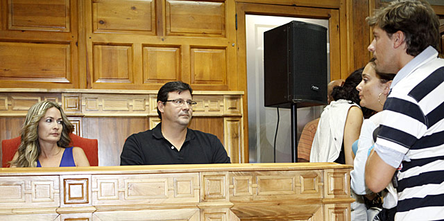 Olvido Hormigos, durante el pleno en el ayuntamiento de Los Yébenes (Toledo). | Sergio Enriquez-Nistal