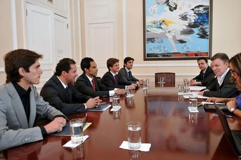 El presidente Santos en una recepción con representantes de los toreros.   Efe