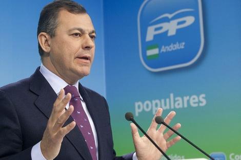 El secretario general del PP-A, José Luis Sanz, ante los medios. | Conchitina