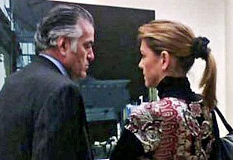 Bárcenas charla con Cospedal, una de las primeras en reclamar su dimisión.   EL MUNDO