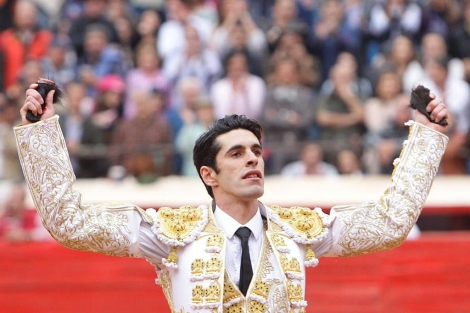 Alejandro Talavante, con las dos orejas. | Efe