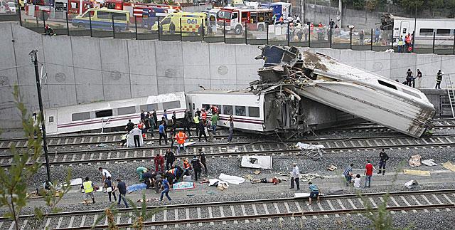 imagen de tren siniestrado en Santiago de Compostela en España por el mundo y blog de yecla ofertas