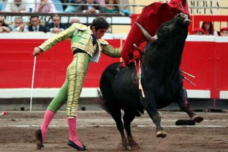 Pase de pecho de Miguel Ángel Perera.