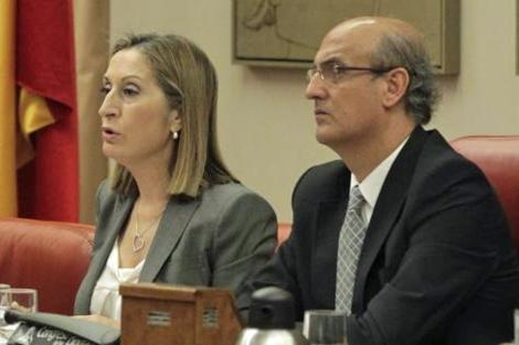 La responsable estatal de Vivienda, Ana Pastor, en una Comisión de Fomento.   Paco Toledo