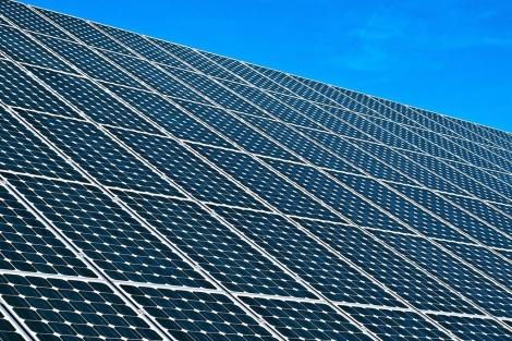 Paneles de energía solar fotovoltaica. | EM