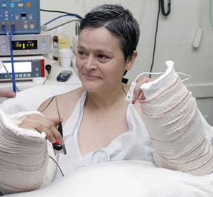 Alba L.C. es la primera mujer que recibe un trasplante bilateral (Foto: Manuel Bruque | EFE)