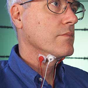 Chuck Jorgensen con su invento. (Foto: NASA Ames Research Center | Dominic Hart)