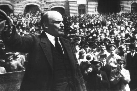 Lenin, dando un discurso en la Plaza Roja de Moscú en 1919. | El Mundo