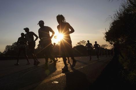 Un grupo de corredores en el maratón Comrades